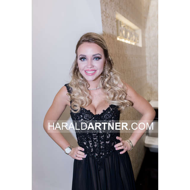 Ballkleid Cathy Lugner @ Hairdreams - Berarbeitet_HA1_0148.jpg