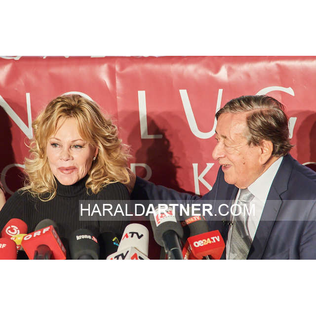 Bildnr.: 48169 | Melanie Griffith @ Lugner City  | Melanie Griffith, Richard Lugner | © HARALD ARTNER